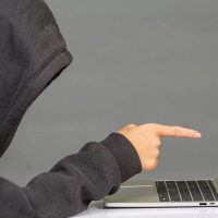آیا رسواکردن آدمها در فضای مجازی راه درستی برای مبارزۀ اخلاقی است؟